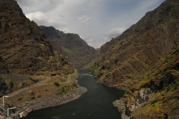 800px-On_Hells_Canyon_Dam_-_North_View